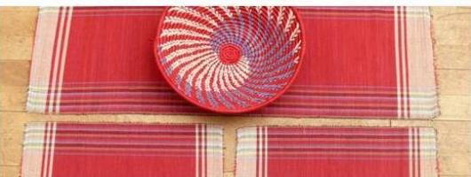 Handgewebte Tischsets aus Raffia